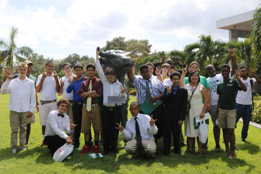 group-picture-in-front-of-the-bull