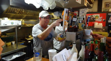 tom-herzhauser-pouring-a-class-of-bayboro-blonde
