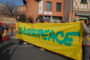 Exhausting Environmentalists: People from Greenpeace during the Anti-EPR demon- stration in Toulouse. Greenpeace is a non-governmental organization who tauts environ- mental activism. Its employees have been hounding the campus for funding sign-ups.
