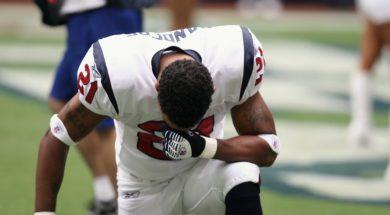 professional-football-player-nfl-praying-160577