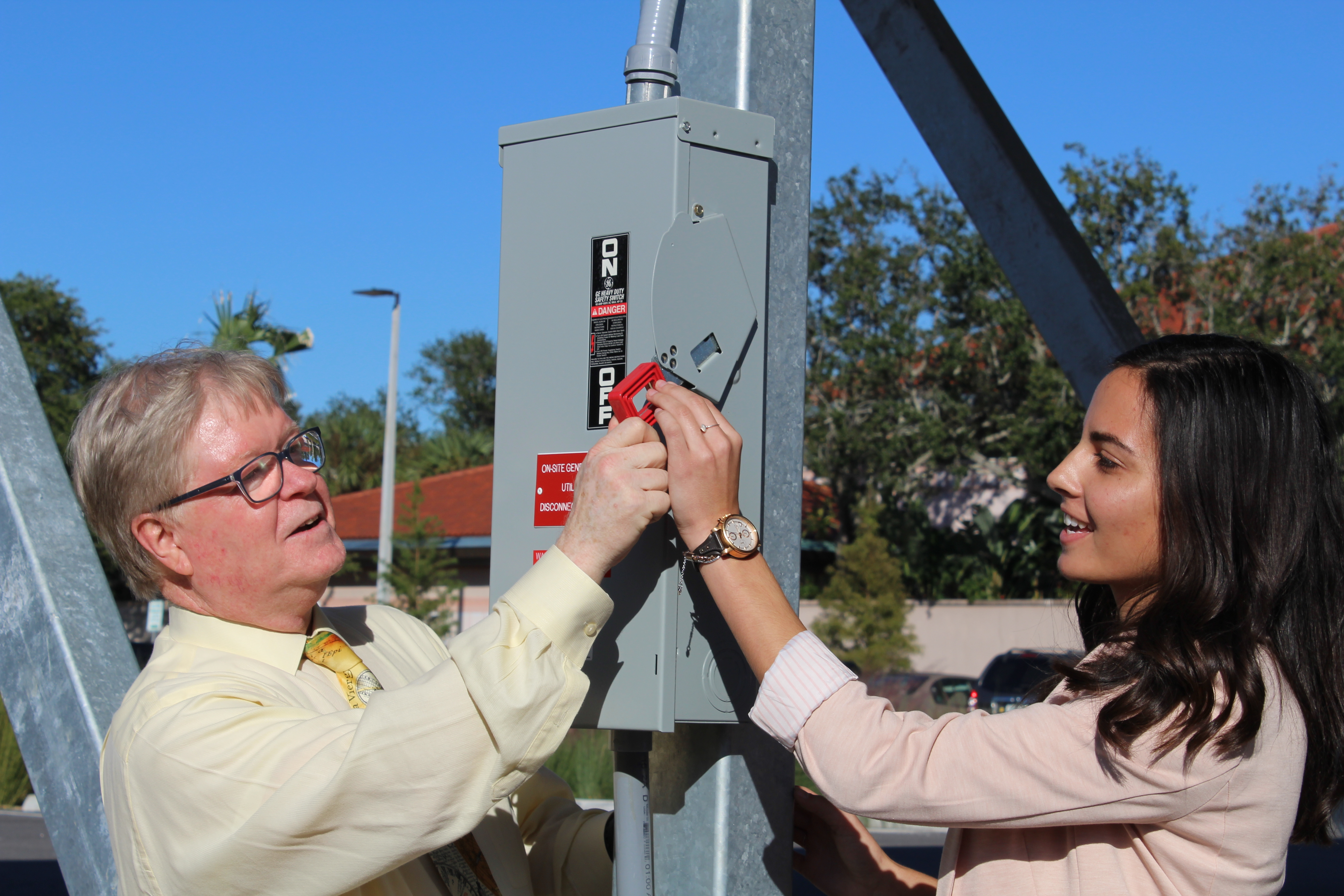 Campus powers up new 40 kilowatt solar array carport